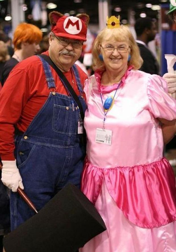 Mario & Princess Peach Elderly Couple Halloween Getup